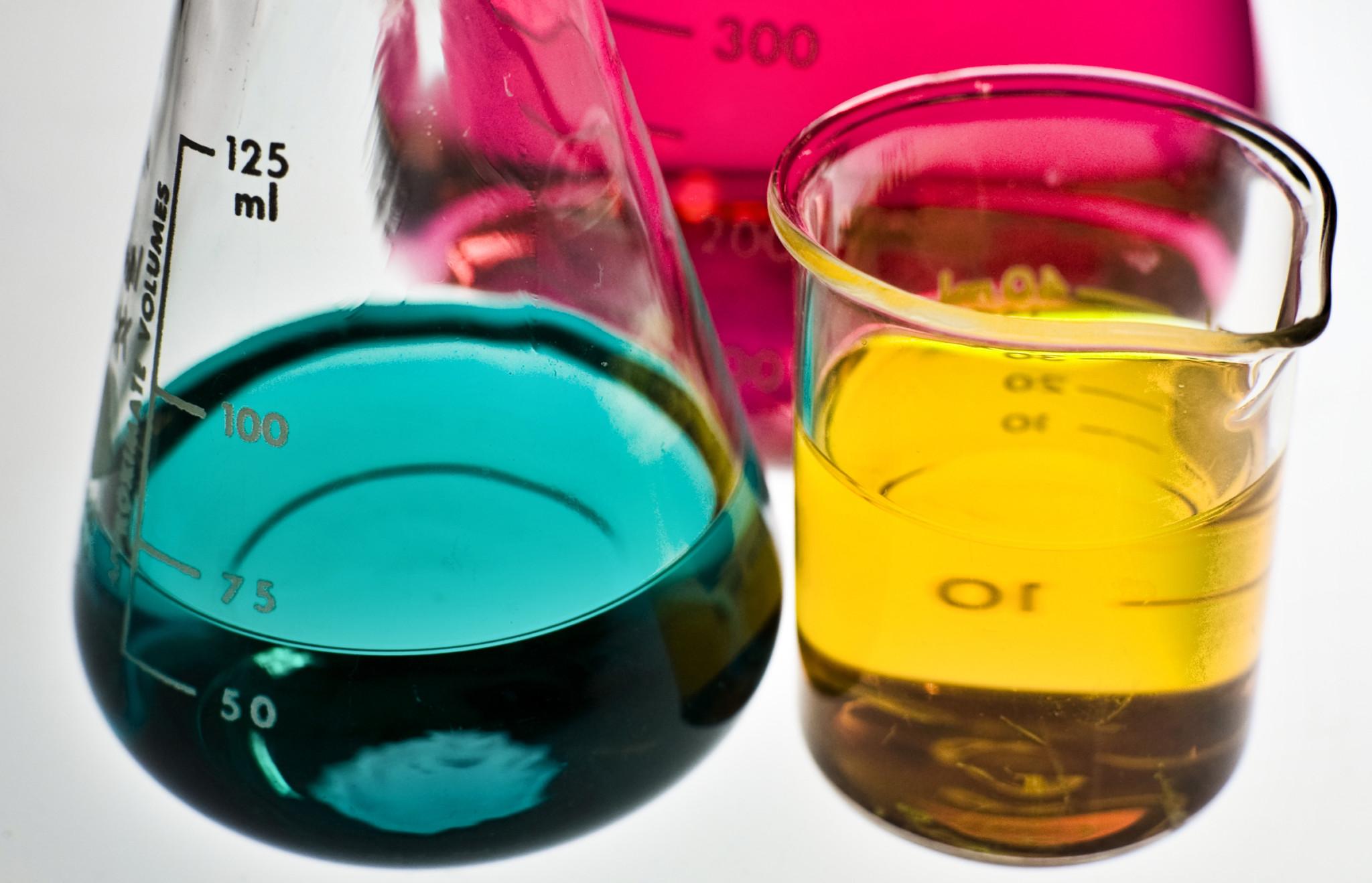 brandinsights-labflesjes-in-diverse-kleuren Behoeftenonderzoek: wat klanten willen, maar je niet zeggen